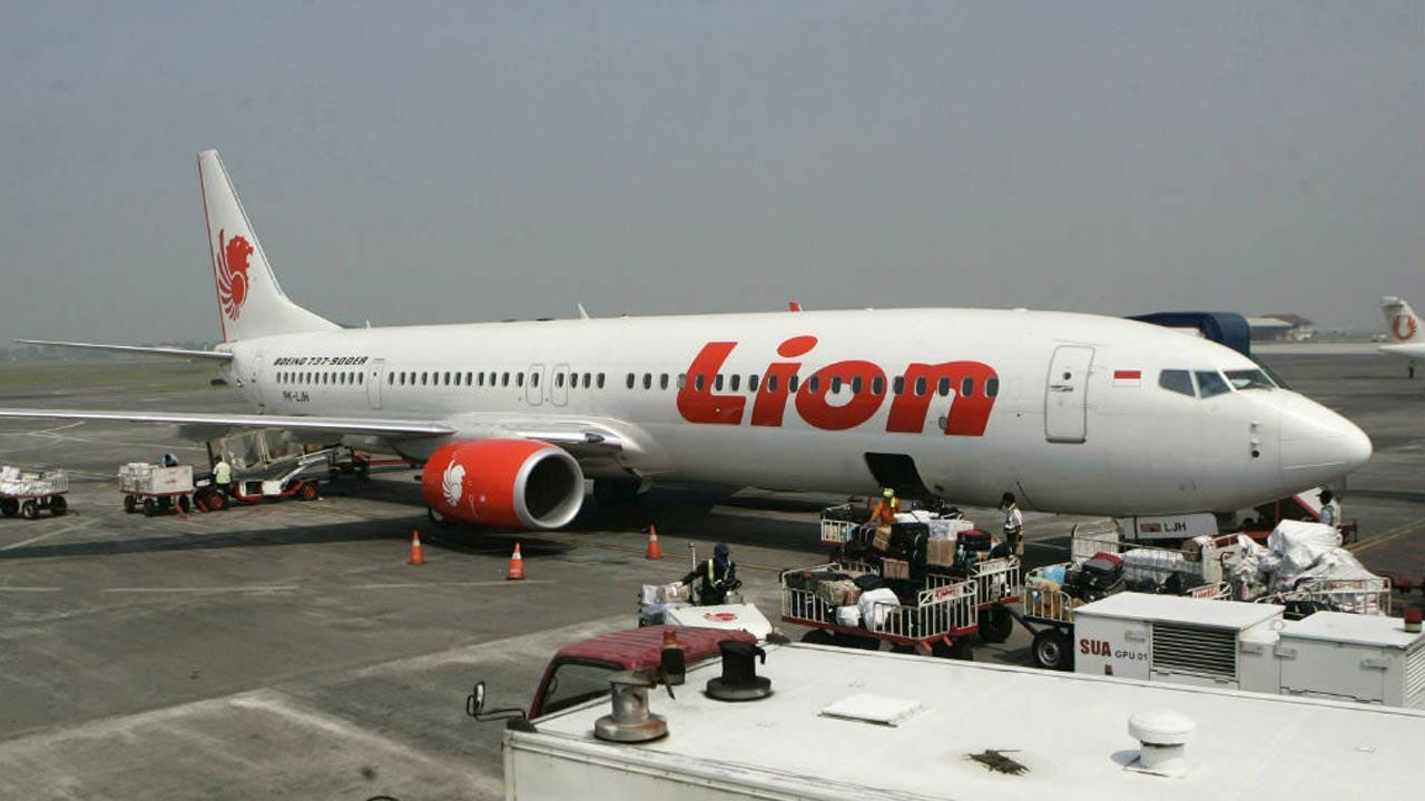 Indonesia Passenger Jet Crashes Into The Sea With 189 On Board