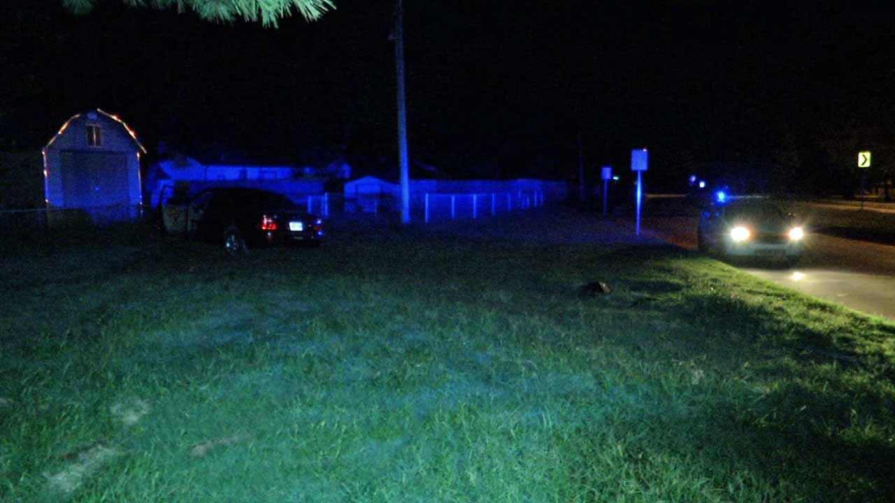 Tulsa Police Looking For Driver Who Crashed Into Yard