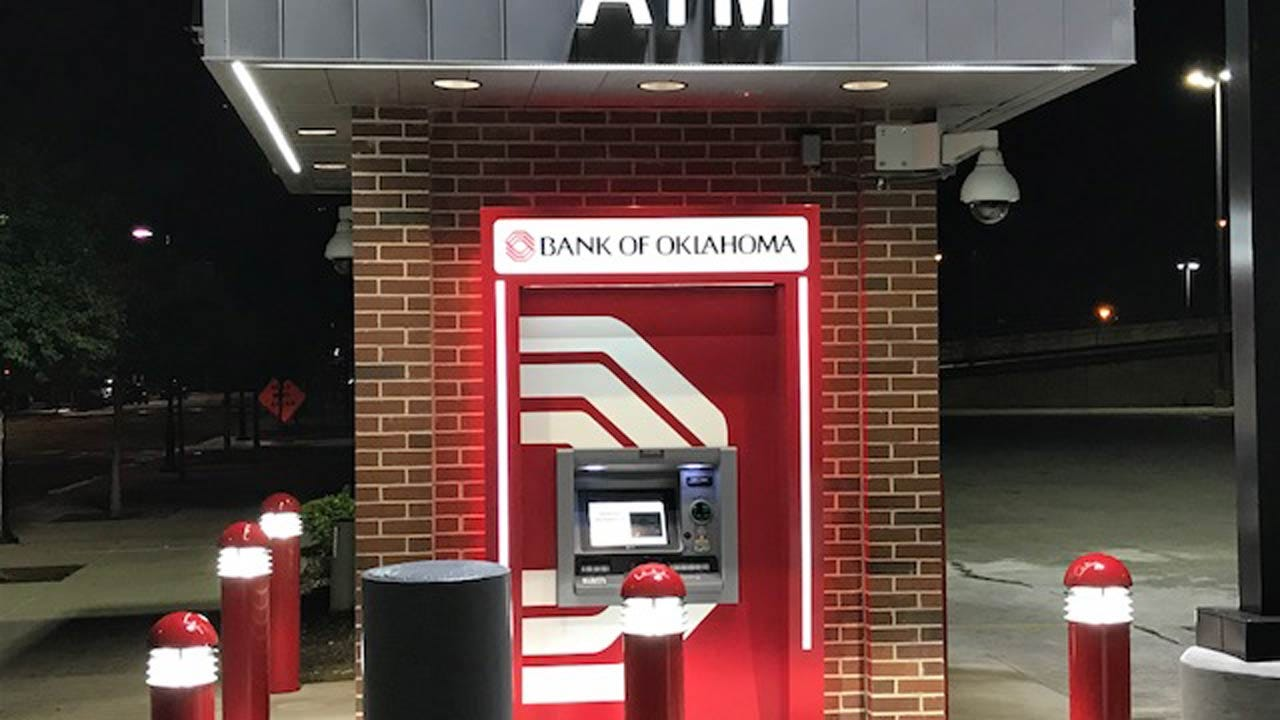 Man Stabbed In Hand During Robbery Near Tulsa Bank ATM