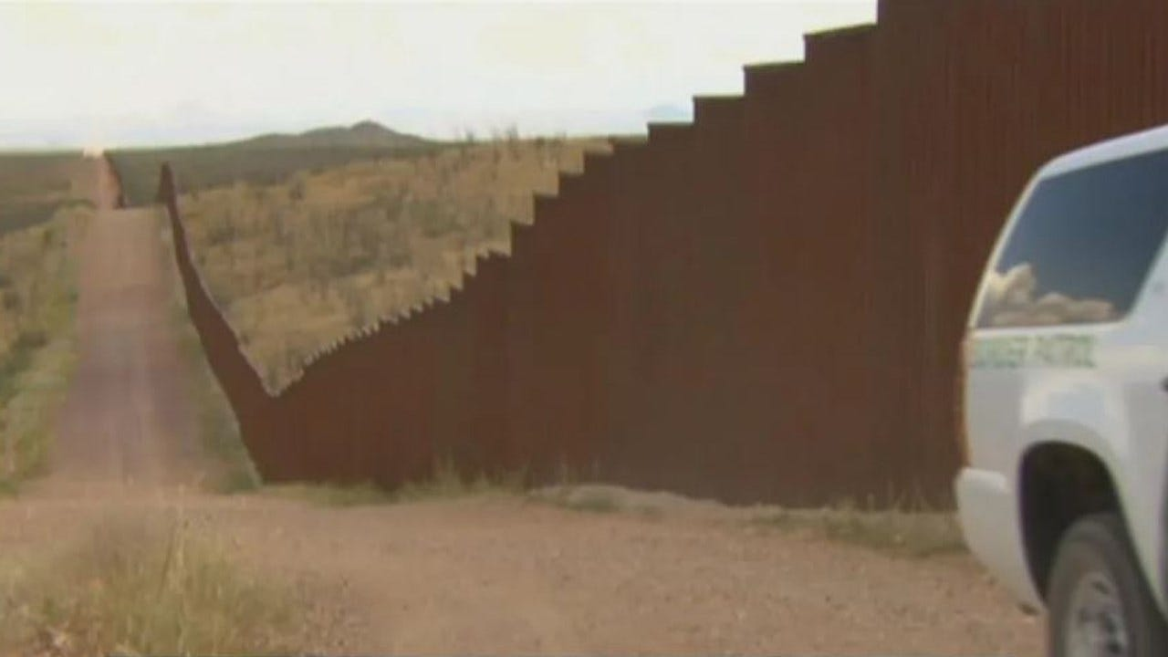 Border Patrol Apprehends Group Of 1,000 Migrants Trying To Cross Border