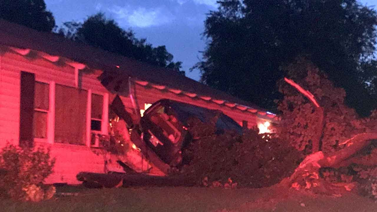 Police: Suspect Arrested After Crashing Into Tulsa Home