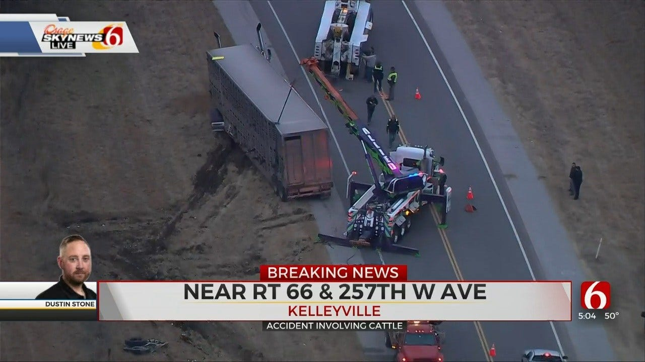 Fatal Wreck Involving Cattle Truck Reported Near Kellyville