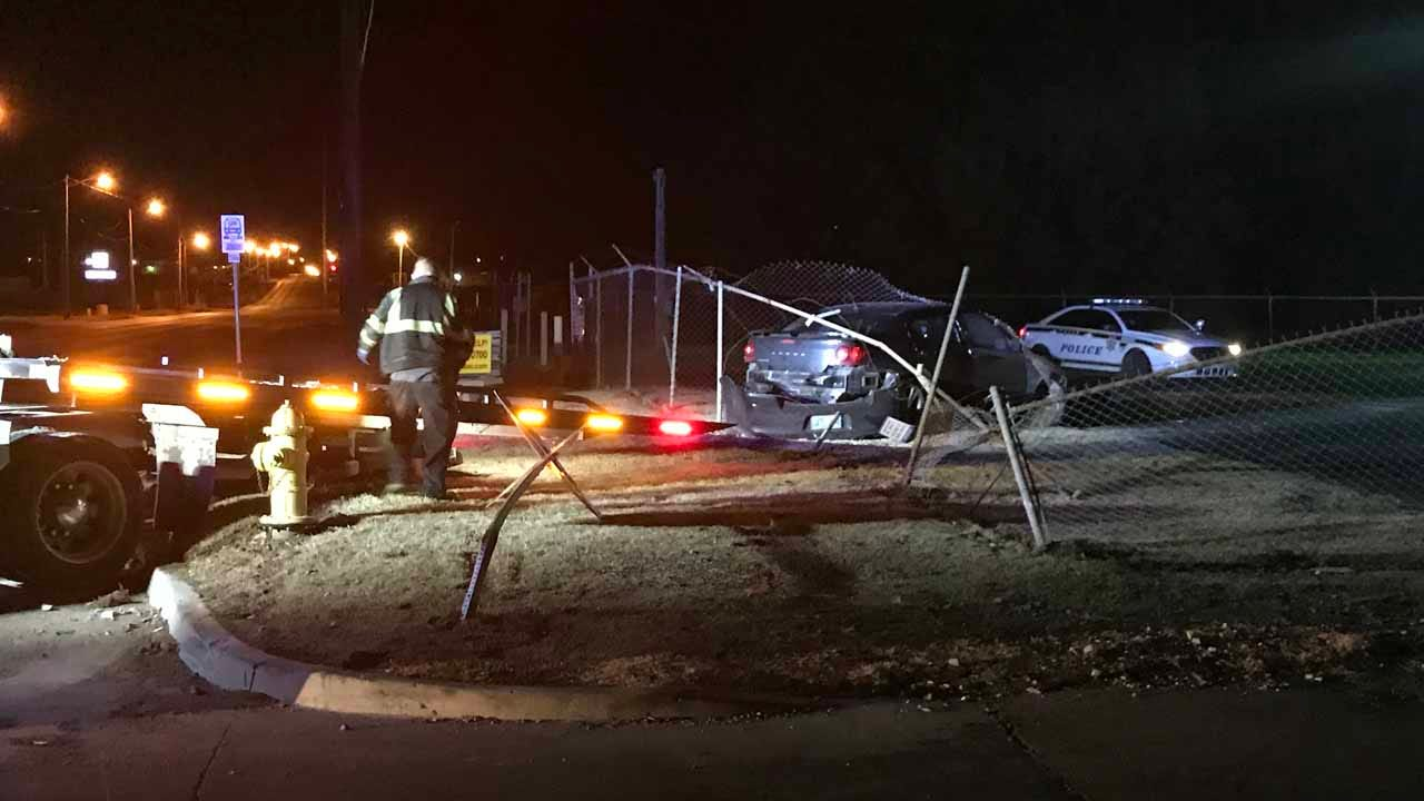 Tulsa Police Search For Driver After Chase Ends In Crash