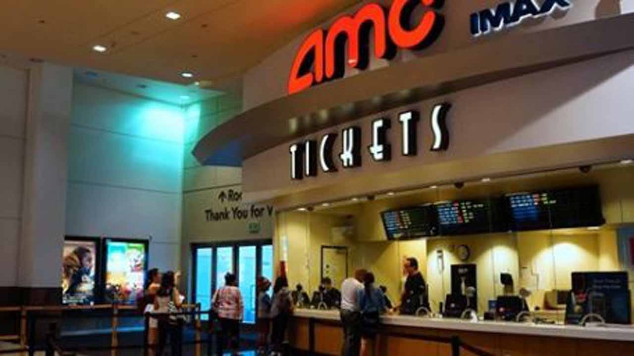 AMC Theatre Workers Press For Holiday, Overtime Pay