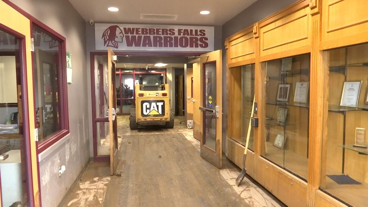 More Than 100 Volunteers Cleaning Up Flooded Webbers Falls Schools