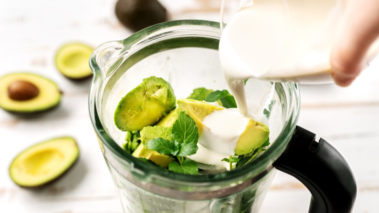 9 Ingredients Nutritionists Always Add to Their Smoothies