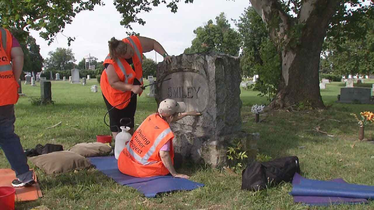New Leaf Clients Honor Oklahoma Veterans By Cleaning Headstones