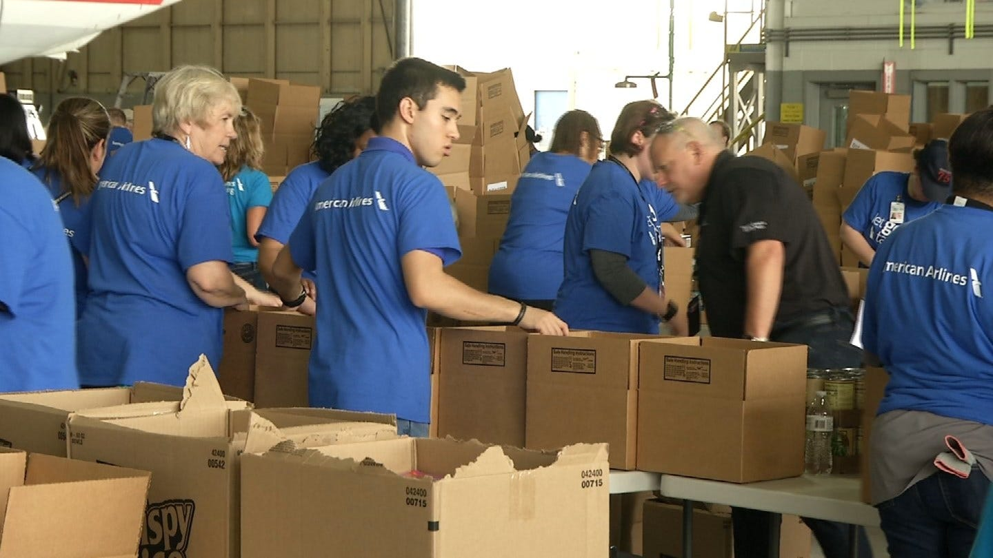 American Airlines Employees Pack Food For Oklahoma Flood Victims