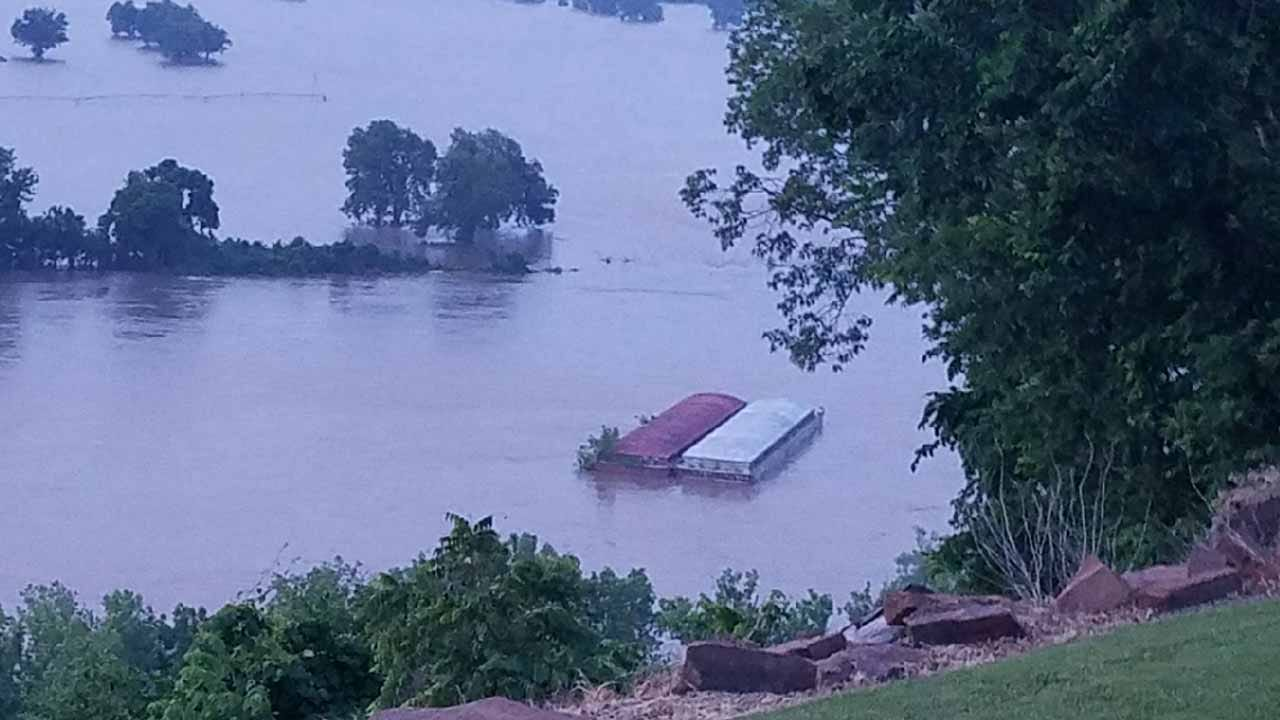 Webbers Falls Urges Residents To Evacuate As Loose Barge Heads For Dam