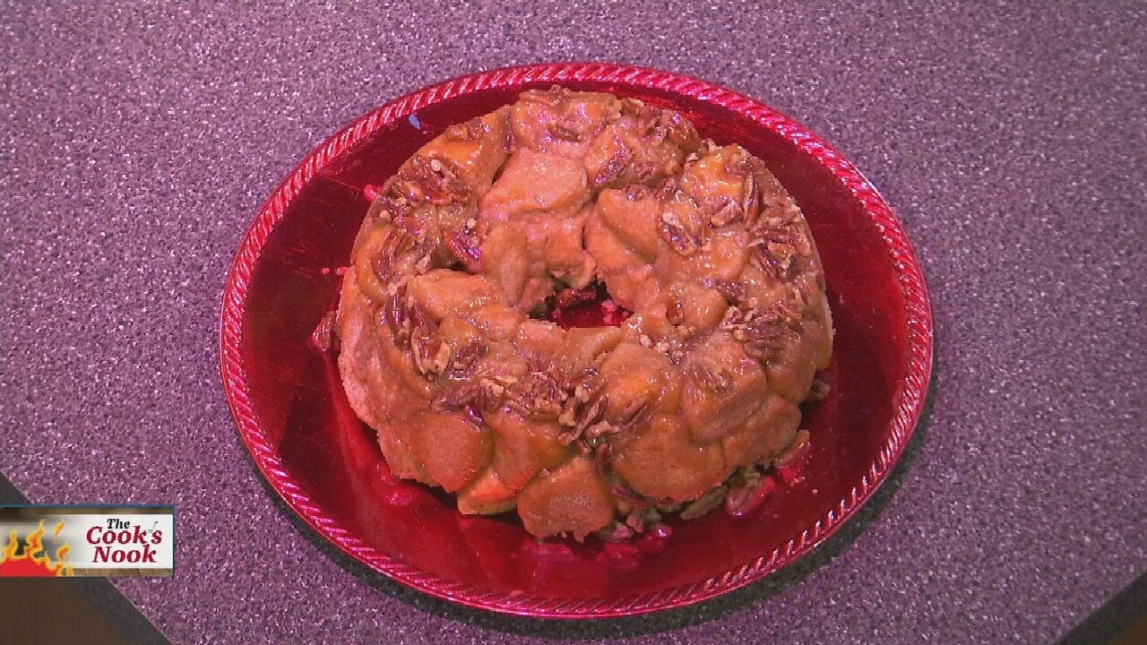 Amber & Brooks In the Kitchen: Spiced Pecan Monkey Bread