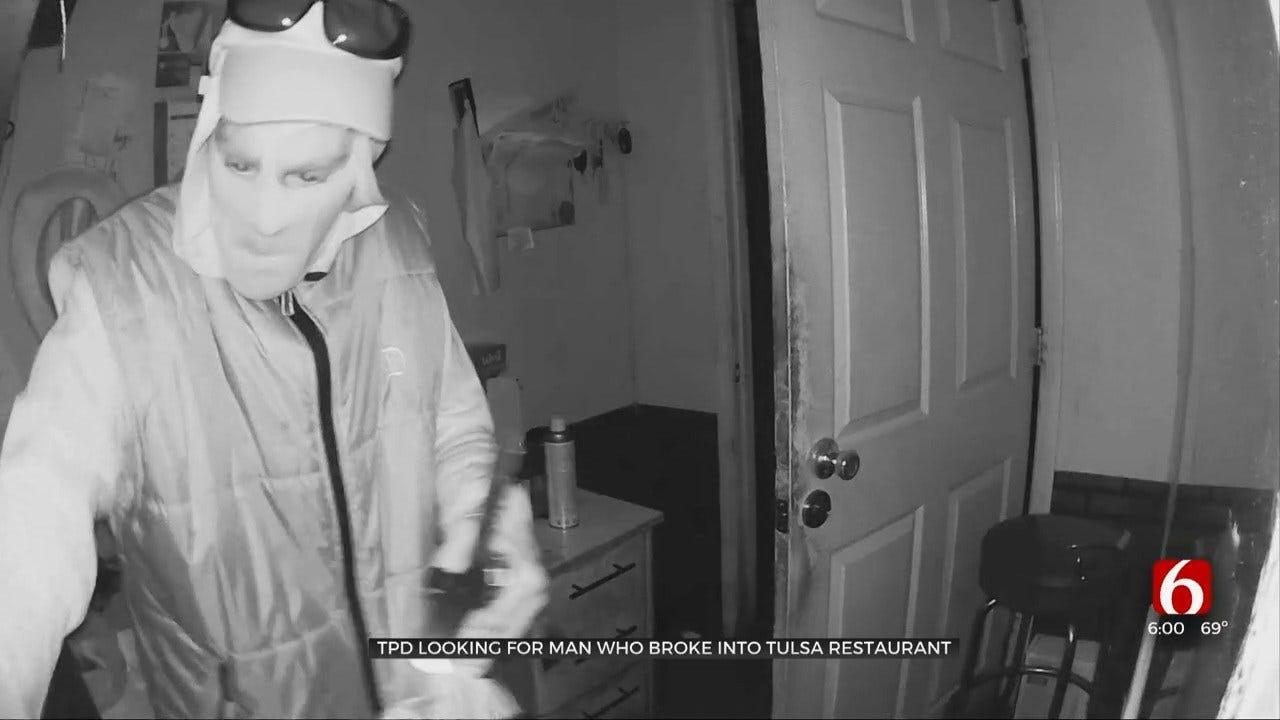 WATCH: Camera Captures Cafe Breaks-In