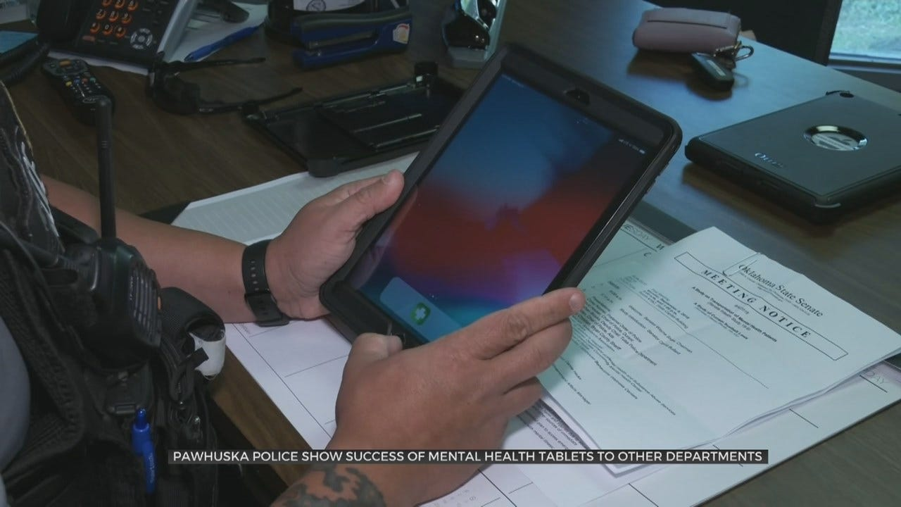 Pawhuska Police Present Success With Tablets For Mental Health To State Capitol