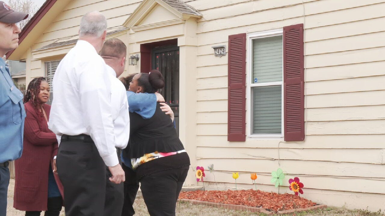 Homeowner Meets ADT Dispatcher Who Helped Save Her From Fire