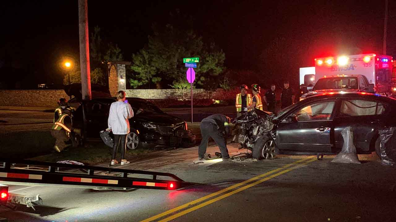 Late Night Crash Ends With No Serious Injuries