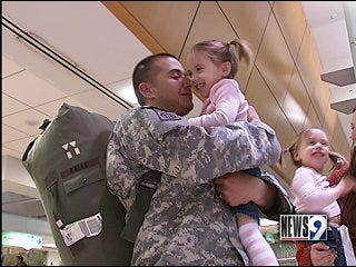Soldier's early arrival surprises family