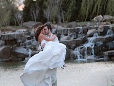 Couple recovers stolen wedding photos