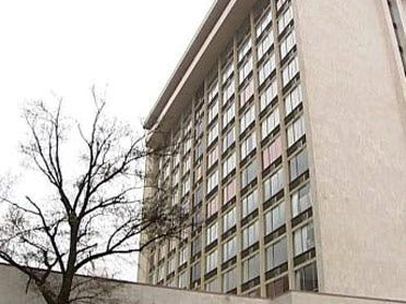 Teen leaps from hotel window to death