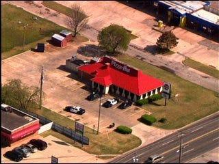 Pizza Hut robbed at gun point