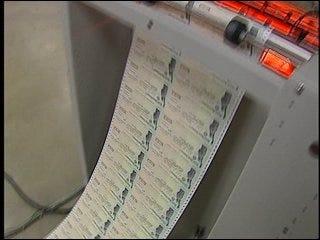 Volunteers assist in last-minute tax filings