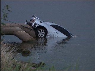 Suspect shoots himself, drives car into lake