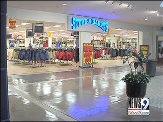 Steve and Barry's to Close Crossroads Mall Location