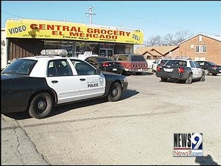 Police Search for Grocery Store Robbers