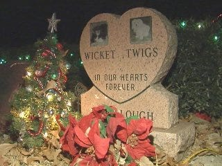 Cemetery Remembers Best Friends at Christmas