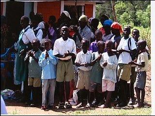 Woman helps Kenyan children, refugees