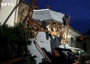 Florida tornado destroys apartment complex