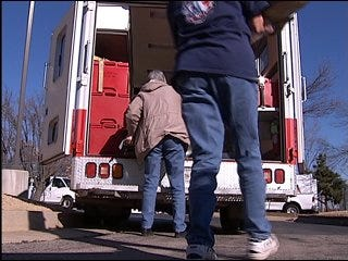 Oklahomans help tornado victims
