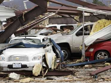 Bush visits towns battered by tornadoes