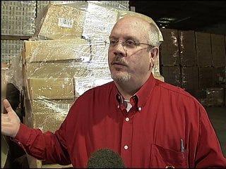 Local volunteers help tornado victims