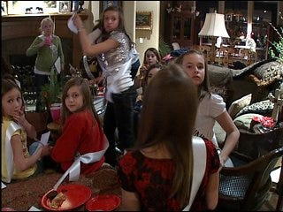 Oklahoman ends reign as Miss America