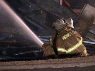 Fire destroys seafood restaurant