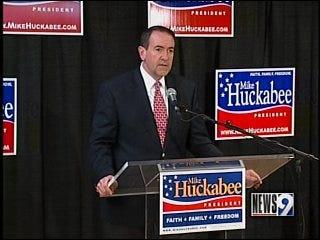 Huckabee campaigns in Oklahoma