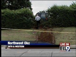 2 people shot; suspect flees