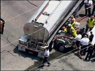 Del City crash kills one, shuts intersection
