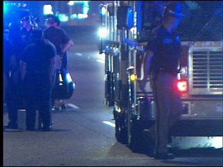 2 people killed trying to cross I-240