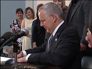Governor signs sexual predator bill