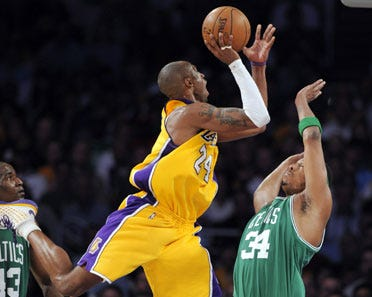 Lakers win in Game 3 on home court