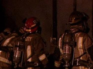 Apartment fire ousts residents