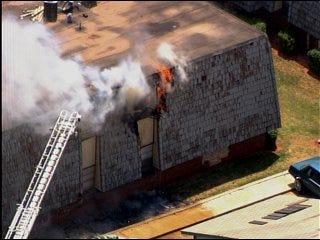 Fire ignites apartment