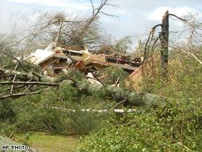 Storms sweep Midwest; tornado in Minnesota