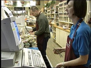 Poll: Gas prices concern consumers