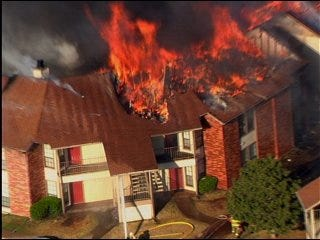 Fire destroys Mustang apartments