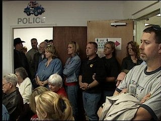 Town discusses closing its police department