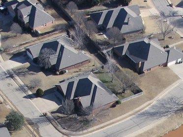 Sluggish economy snubs suburbanites