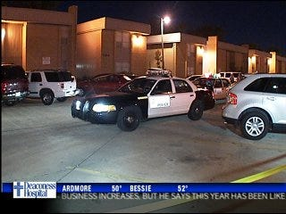 Man stabbed overnight in metro apartment complex