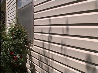 Consumer Watch team confronts contractor