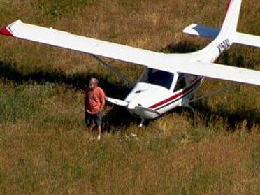 Plane makes emergency landing